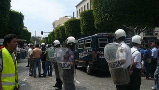 Enfrentamiento entre agricultores y policía en el centro de Almería