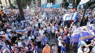 El Málaga celebra el ascenso con la afición