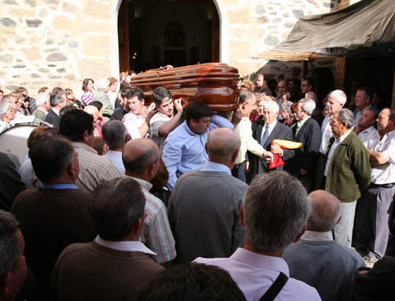 Lágrimas por la muerte de la militar Encarni