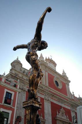 Estatuas de Dalí en la Plaza del Salvador