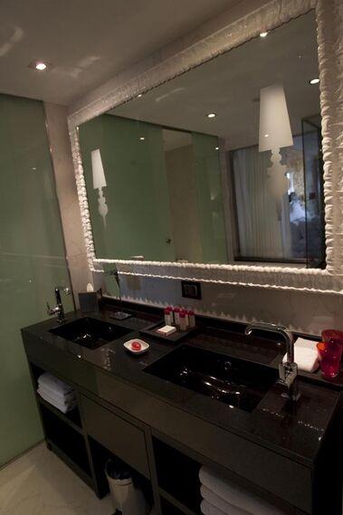 Baño de una de las habitaciones del hotel Colón.  Foto: Jaime Martinez