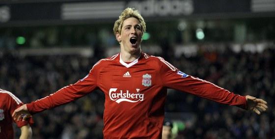 El 'Niño' Torres celebra el segundo de los goles en la victoria del Liverpool (2-0, ambos del jugador español) ante el Chelsea londinense./ Reuters