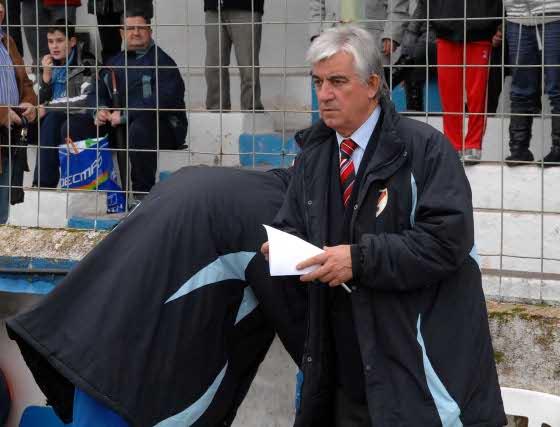 El entrenador del Linares, Manolo Tomé, destacó la capacidad de lucha de su equipo.  Foto: La Otra Foto