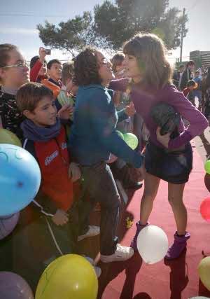 La ganadora del Goya a mejor actriz revelación ha sido recibida como una estrella en el Ayuntamiento de su localidad natal y entre sus compañeros de instituto.  Foto: Fran Leonardo