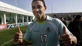 Ricardo Oliveira vuelve a bestir la equipación verdiblanca.  Foto: Antonio Pizzaro