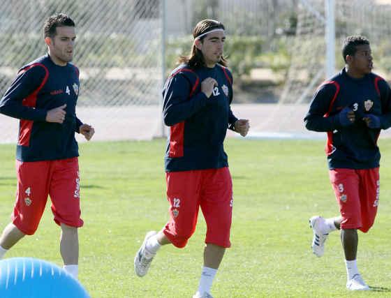 Los jugadores de Hugo Sánchez se entrenan para el partido que les enfretará el próximo domingo al Málaga en la Rosaleda.  Foto: Víctor Manuel