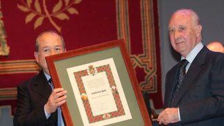 Sastrería Ruiz recibió uno de los diplomas más entrañables de la noche. El galardón fue recogido por Julio Ruiz Reinoso.  Foto: Miguel Rodr?ez