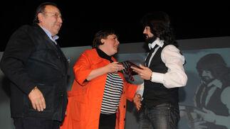 Por segundo año consecutivo Jerez acoge una ceremonia que se celebraba en Madrid. El jerezano Jesús Méndez obtiene el reconocimiento a 'mejor disco de cante revelación' por 'Jerez sin fronteras'.  Foto: Manuel Aranda