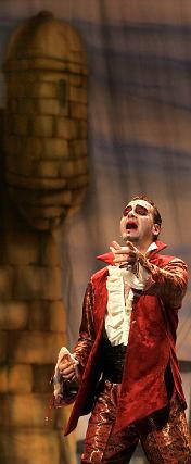 La comparsa De un plumazo demostró buenas voces y buen gusto cantando.   Foto: Jesus Marin