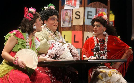 El trío de San Fernando Aquí se triunfa cantando.   Foto: Jesus Marin