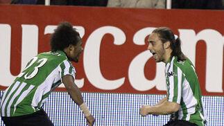 Nelson y Sergio García celebran el tanto conseguido por el segundo.  Foto: Antonio Pizarro