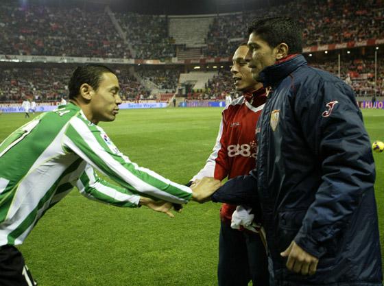 Trío brasileño: Oliveira, Adriano y Renato (jugador éste con el que coincidiera el primero en el Santos de Brasil).  Foto: Antonio Pizarro