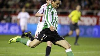 Oliveira empala su diestra...  Foto: Antonio Pizarro