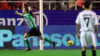 Sergio García marca el primero de los goles de su equipo. Minuto 70 de juego, sólo uno después de la expulsión del argentino Duscher.  Foto: Manuel Gómez