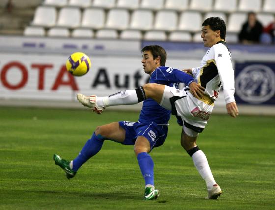 Carlos Calvo se recuperó de sus molestias y Esteban Vigo le concedió dorsal de titular.  Foto: lof