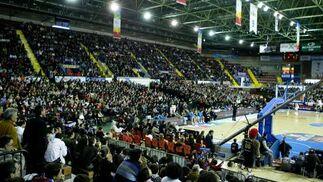 El polideportivo de San Pablo se llenó frente a la expectación del partido.  Foto: Antonio Pizarro