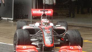 El McLaren de 2009 de Kovalainen, saliendo del box para empezar a dar vueltas al Circuito de Jerez.  Foto: J. C. Toro