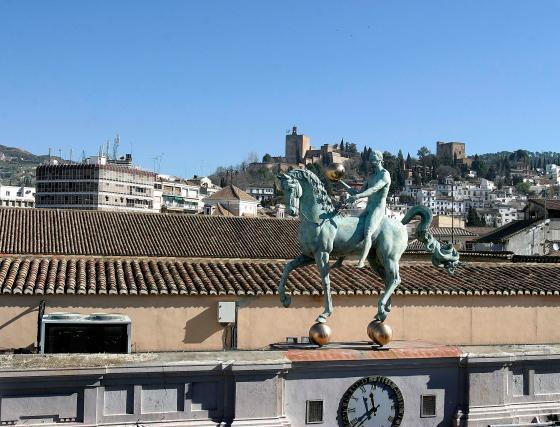El caballo del Ayuntamiento, desde una perspectiva muy poco común.  Foto: Mar?de la Cruz / Esther Falc?