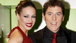 Los presentadores de la gala, Eva González y Manel Fuentes.   Foto: EFE