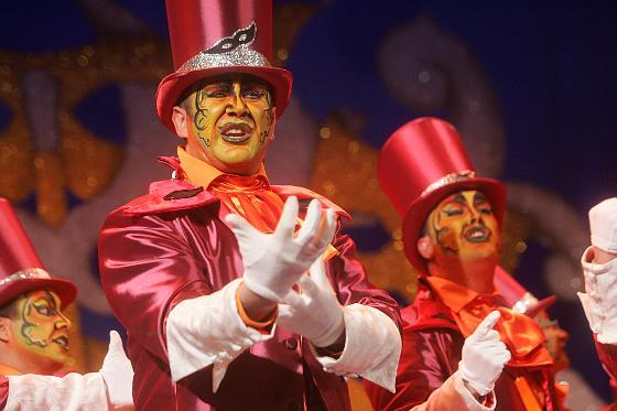 Mucha pasión en la actuación de la comparsa de Juan Carlos Aragón.   Foto: Jesus Marin