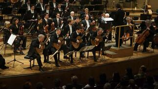 La Sinfónica de Sevilla, acompañada del cuarteto Los Romeros, durante el concierto celebrado en Viena.  Foto: Robert Newald