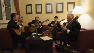 El cuarteto Los Romeros, antes del concierto.  Foto: Robert Newald