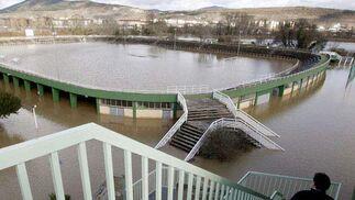 Aspecto que presentaba esta mañana el campo de fútbol del Club Deportivo Amaya, en Pamplona.  Foto: EFE