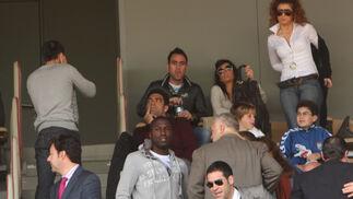 El palco de Chapín estuvo muy concurrido. En la imagen, Monterrubio (izquierda), Abel Gómez (arriba), Míchel (centro), y Altidore (abajo) junto a Ismael Jordi, que fue homenajeado.  Foto: Juan Carlos Toro