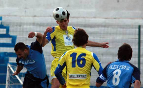 El Cádiz cae por un contundente 3-1 ante el Melilla y ve cómo se acercan en la tabla el Polideportivo Ejido y el Jaén.  Foto: LOF