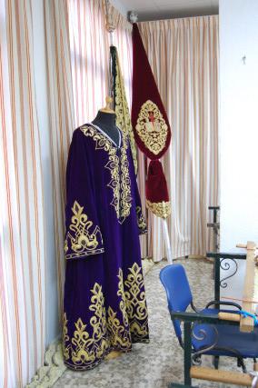 El manto de salida de Nuestro Padre Jesús de la Via Crucis, que ha sufrido una pequeña restauración.  Foto: J. M.