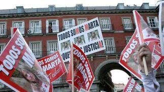 La Plaza Mayor se llenó de numerosos carteles de Marta.  Foto: Juan Carlos Vázquez / Alberto Morales