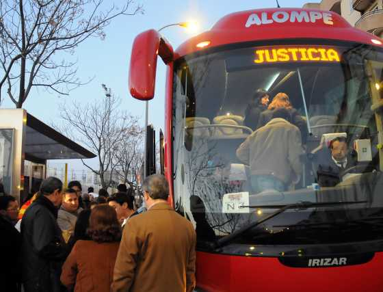 Varios autobuses salieron de Sevilla con destino a la capital de España.  Foto: Juan Carlos Vázquez / Alberto Morales