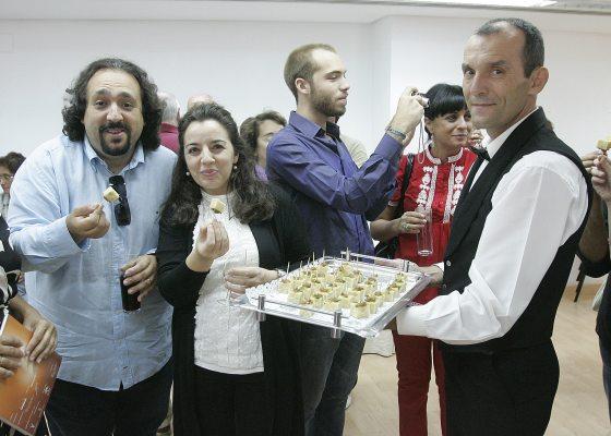 Zapata y Arellano prueban el Catering Juan Carlos.  Foto: Miguel Angel Gonzalez
