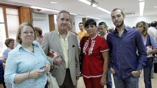 La miembro del coro, Carmen Amigo, Cándido Jordi, la regidora Carmen Guerra y su ayudante, Carlos Granados.  Foto: Miguel Angel Gonzalez