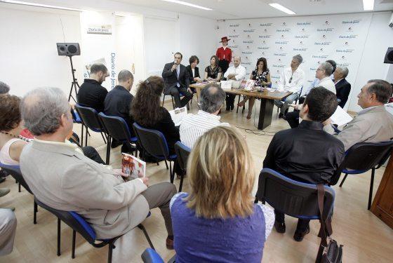 En la imagen, momento de la presentación del libreto de la ópera 'La Cenicienta', en el espacio cultural de Diario de Jerez, 'ArteaDiario', ayer.  Foto: Miguel Angel Gonzalez