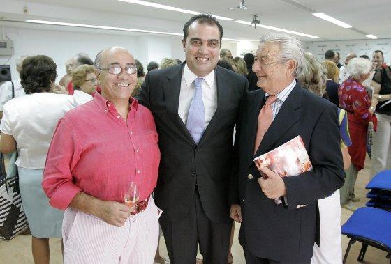El hostelero Faustino Rodríguez, David Fernández y Alfonso Rodríguez.   Foto: Miguel Angel Gonzalez