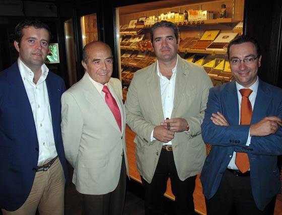 Alberto Artacho (Vinos Sevilla); Juan Robles, presidente del Grupo Robles; Javier Artacho (Sanders) y Luis Galán (Grupo Viñafiel).  Foto: Victoria Ramírez