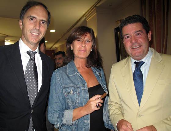 Alfredo Chávarri, director general de Andalucía Económica; Concha Muñoz (Grupo Joly)y Jesús García Toledo, director de comunicación de Endesa.  Foto: Victoria Ramírez