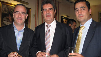 Fernando García Vargas, José Guerra Montoya y Mariano Manteca, del Grupo Altadis.  Foto: Victoria Ramírez