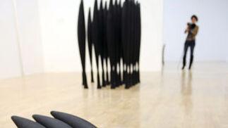 'Black Alphabet 2008', de la británica Lucy Skaer, realizada con polvo de carbón.  Foto: efe