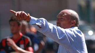 García Tébar, dando instrucciones a los suyos.  Foto: L. O. F