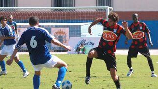La Unión Deportiva Melilla realizó un primer tramo de partido de superior categoría, desplegando un fútbol de mucho toque  Foto: L. O. F
