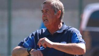 El técnico jerezano realiza un gesto durante el partido.  Foto: L. O. F
