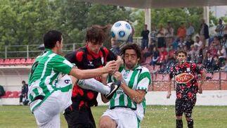 Manu Barreiro estuvo muy marcado por los defensas murcianos.  Foto: L. O. F