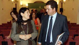 La gerente de la Fundación Córdoba Ciudad Cultural, Carlota Álvarez Basso, con el director de 'El Día', Luis Pérez-Bustamante.