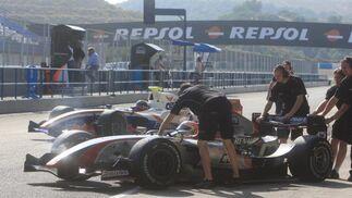 El colectivo ONCE de Jerez acudió al Circuito de Jerez para visitar al equipo español Barwa Addax Team y experimentar de cerca las sensaciones del automovilismo en la GP2 Series.  Foto: Juan Carlos Toro