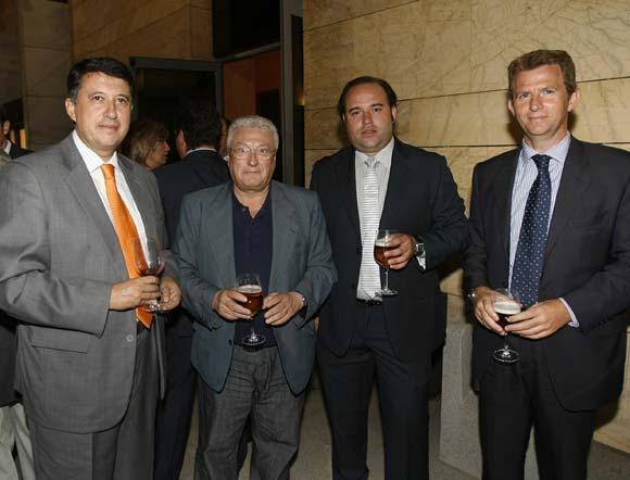 El primer teniente de alcalde, Rafael Blanco; el vicepresidente de Cajasur Juan Ojeda; el redactor jefe de 'El Día', F. J. Domínguez, y el gerente de 'El Día', Fernando Ortega.