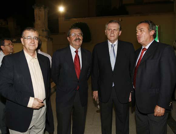 El presidente de Aplico, Mariano P. de la Concha; el presidente de la Comisión de Cultura de CECO, Vicente Serrano; el gerente de la Cámara, Luis Díaz, y José Ramón Hoyas, de CECO.