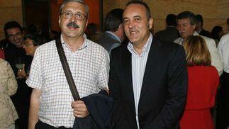 El presidente de la Federación de Vecinos Al-Zahara, José Rojas, y el presidente de Comercio Córdoba, Rafael Bados.