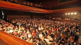 Familiares y amigos de los homenajeados llenaron ayer el Teatro Villamarta.  Foto: Juan Carlos Toro